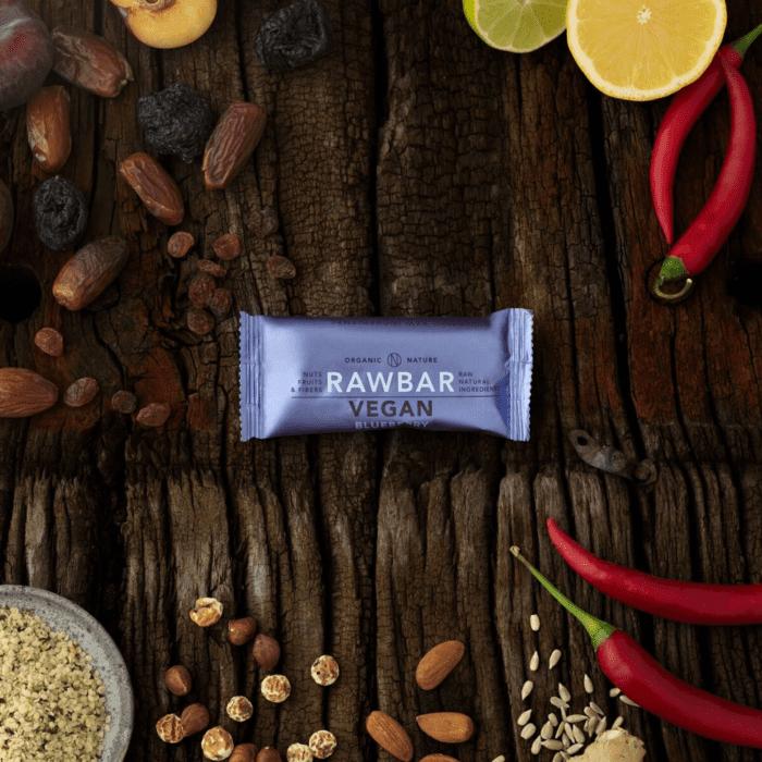 VEGAN RAWBAR Blueberry-Ginger - blåbær og ingefær smag passer perfekt sammen.